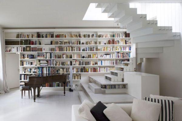 Biblioteca na escada!