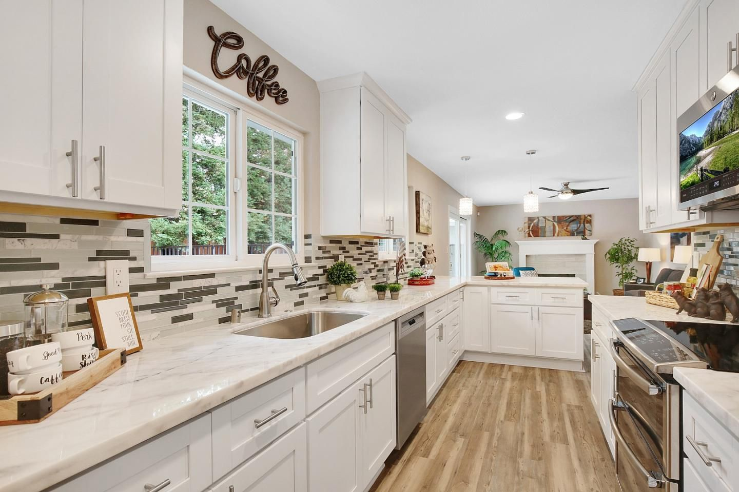 3657 Olympic Ct Pleasanton Ca With Images Kitchen Cabinets Pleasanton Home Decor