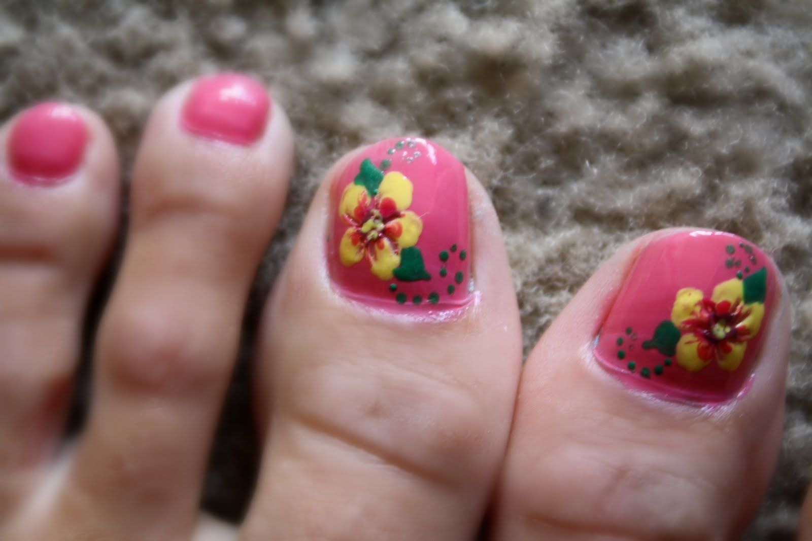 Hawaiian Flower Toe Nail Art Hawaiian Flower Toe Nail Designs I Let My Design Dry Hawaiiantattoosdesigns Hawaiian Nails Flower Toe Nails Pink Toe Nails