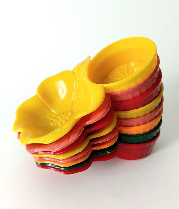 Vintage Colorful Plastic Snack Set Hibiscus Flower Snack Dish Cup