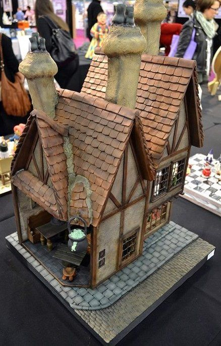 Leaky Cauldron Cake by Cotswolds Finest Cakes part 1