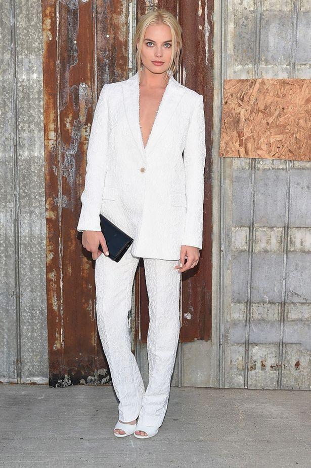 Sorry, i am fancy... #margotrobbie #style #ootd #lookdodia #fashiontips #oestilounico #blogestilounico #glam #streetstyle