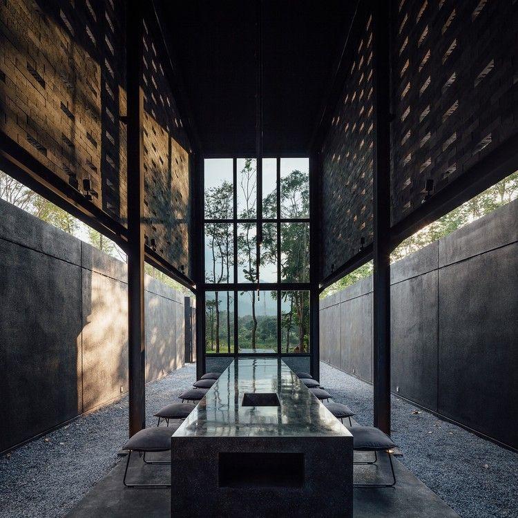 Yellow Submarine Coffee Tank  / Secondfloor Architects, © Ketsiree Wongwan