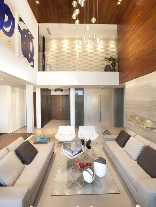 exemple d 39 un grand salon moderne avec un mur beige d co maison table basse transparente. Black Bedroom Furniture Sets. Home Design Ideas