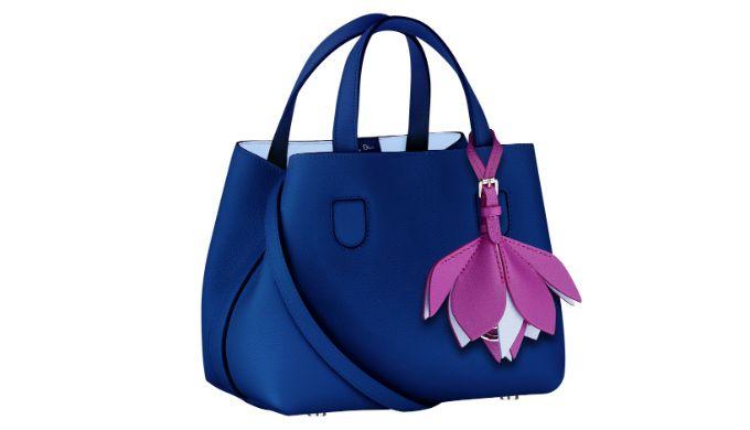 """今春にディオールから発売された、日本限定のバッグ「ディオール ブロッサム」。""""桜""""にインスピレーションを得たこのバッグに、秋の新色が加わった。     「ディオール ブロッサム」(ミディアムサイズ) ¥280,000(W32×H24.5×D13.5cm)   非常に柔らかく軽量なダブルフェイスレザーが用いられた「ディオール ブロッサム」は、日..."""