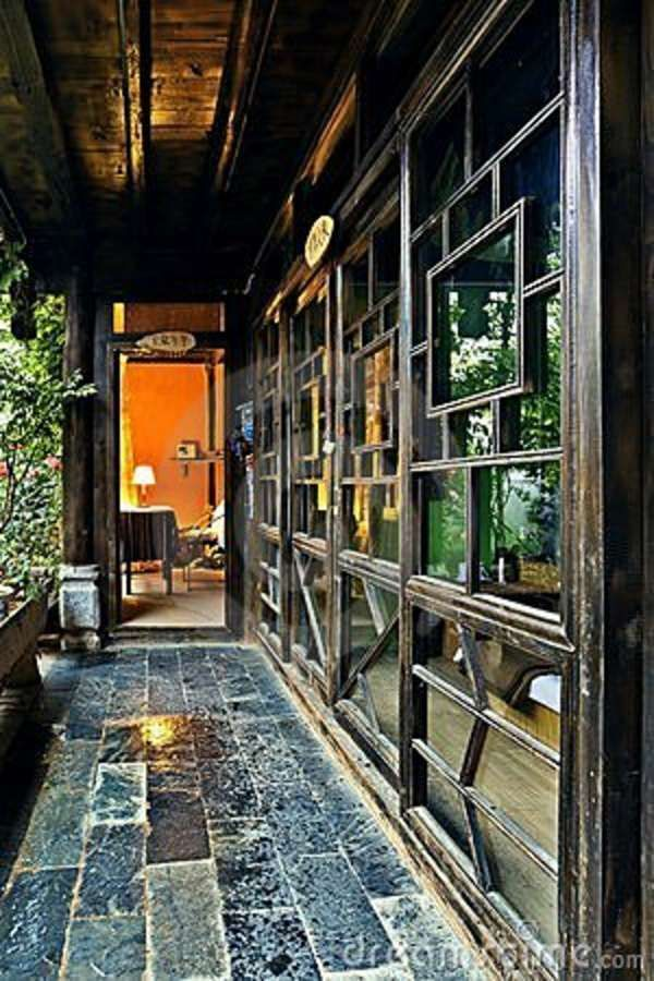 http://thumbs.dreamstime.com/z/ancient-chinese-house-interior-19793520.jpg