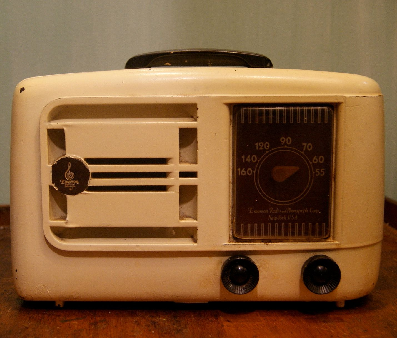 Vintage Emerson Radio 1946