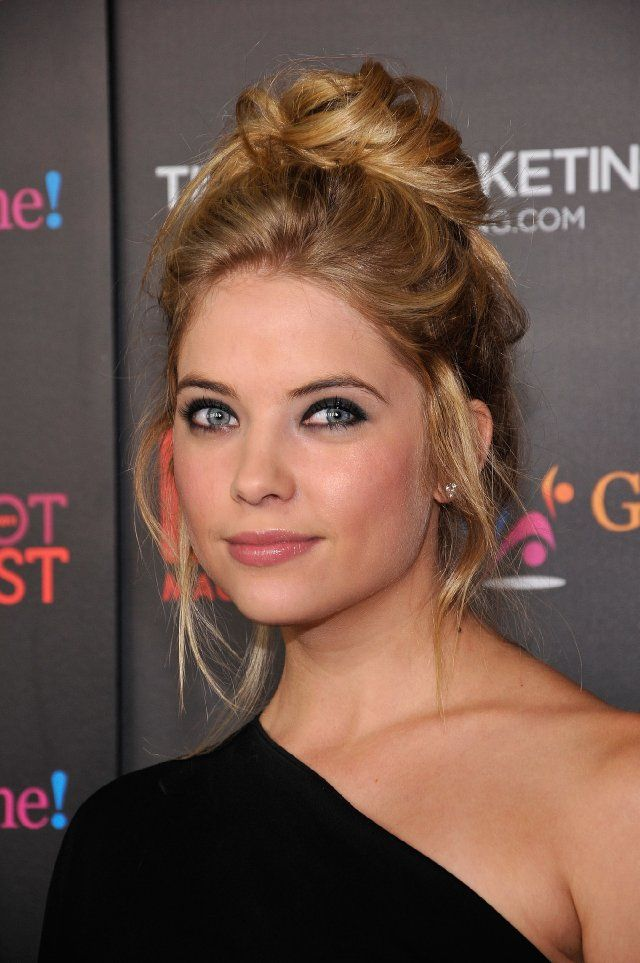 Ashley Benson is so beyond pretty. Pretty little liars Hanna's my fav <3