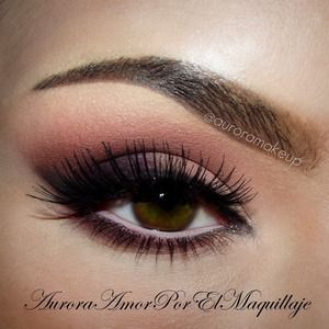 """instagram @MaquillateconAurora GB BROWS: Brow Pro Palette in MEDIUM BROWN shades, Brow Fix wax, Matte Highlighter in CAMILLE EYES: 1. Apply Matte Highlighter in Camille by #anastasiabeverlyhills on the top and lower eyelids, blend it with your fingers 2. Place on all eyelid the Matte Pink Eye shadow in the CATWALK palette by #anastasiabeverlyhills and highlight brow bone and inner corner with ALMOND eye shadow in """"She wears it well"""" palette by #anastasiabeverlyhills 3. Apply on the crease…"""