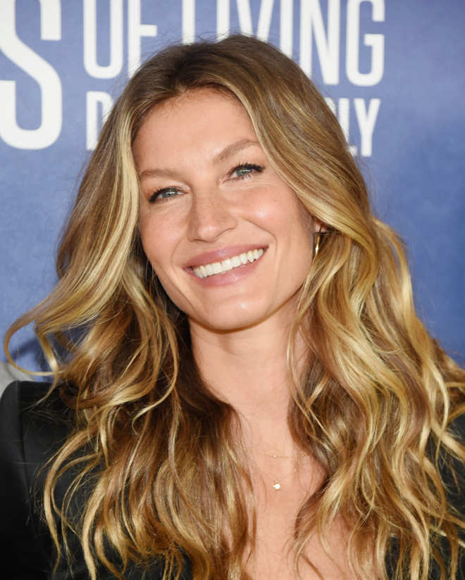 Best Hair Products For Gisele Bundchen Hair From Harry Josh Best Hair Products For Styling Drugstore Beauty In 2020 Balayage Hair Hair Color Balayage Hair Highlights