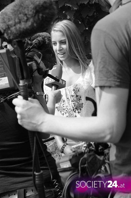 Weingut Walter Wien    Di, 19.07.11    Die neueste Edition des Jungbauernkalenders befindet sich bereits in Produktion. Beim Presse-Fotoshooting gaben Jungbauern-Models und der Fotograf Andreas Hofer Einblicke ins Making-of.