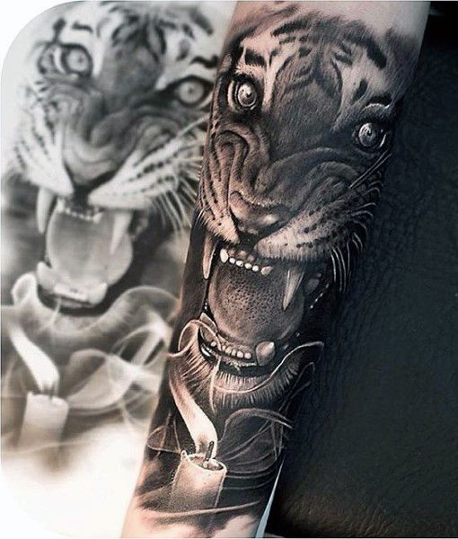 Man With Old School Tiger Tattoo                                                                                                                                                      Mehr