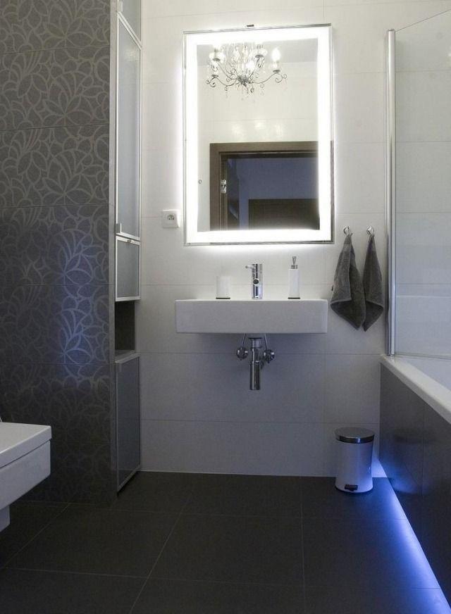 Badezimmer Modern Einrichten Fliesen Blumenmuster Spiegel ... Badezimmer Beleuchtung Modern