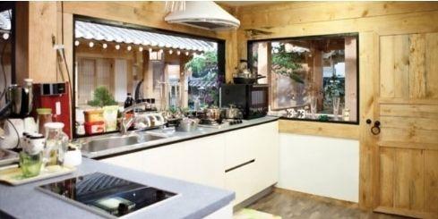 Modern kitchen in korean traditional house called han ok for Traditional korean kitchen