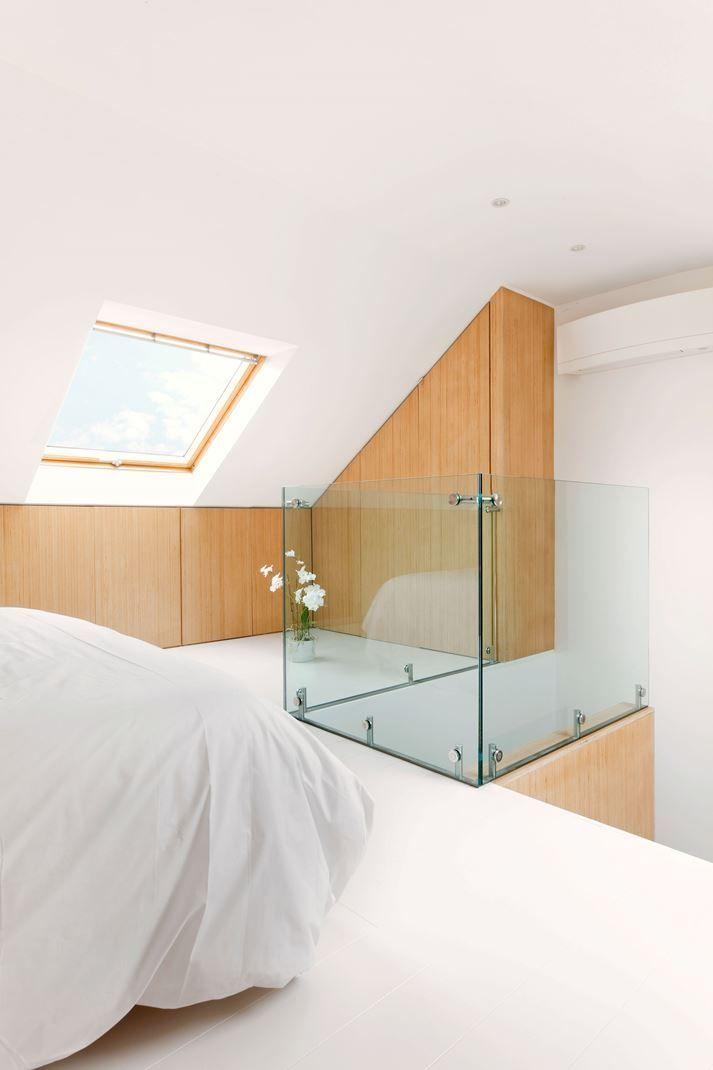 Attico con camera da letto in dormire in mansarda for Camera da letto e studio