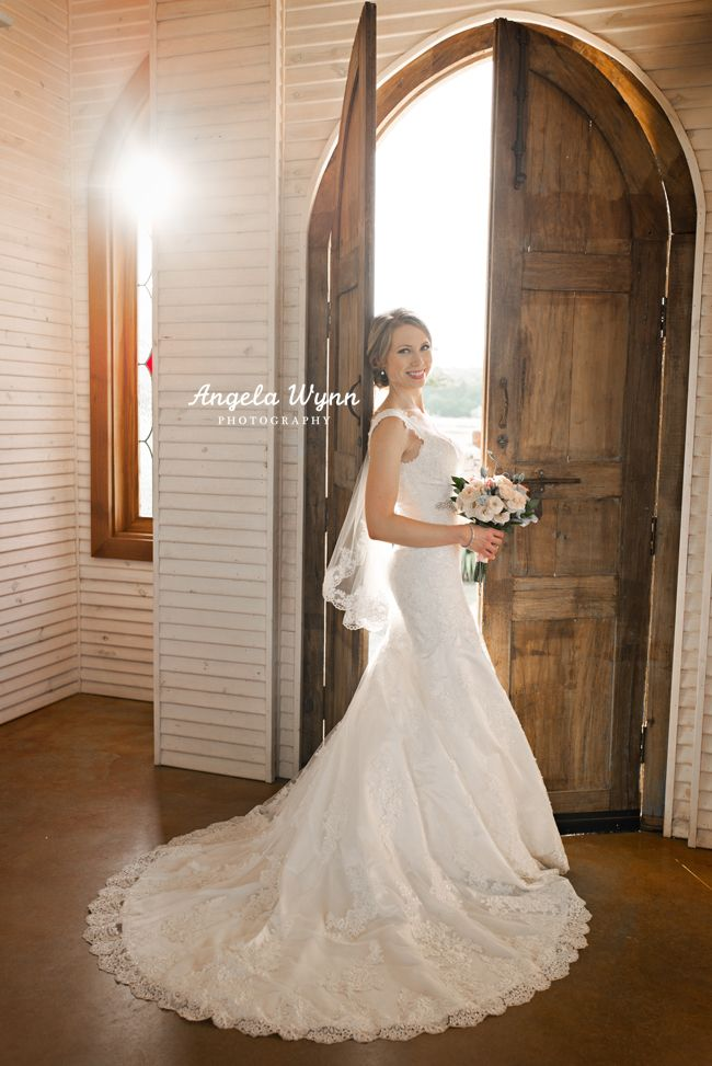 DFW Aledo photographer Fort Worth photographer photography bridal portraits, classic, fun bridals, modern bride, bridal portrait ideas poses, southern bride, country chic, gorgeous, romantic, stained glass wedding, wooden doors, classy wedding, the brooks at weatherford wedding venue #bridalportraitposes
