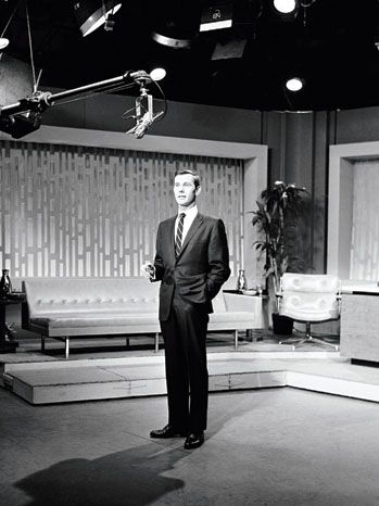 Johnny Carson delivered his first Tonight Show monologue, from NBC's studios at 30 Rockefeller Center, on Oct. 1, 1962.