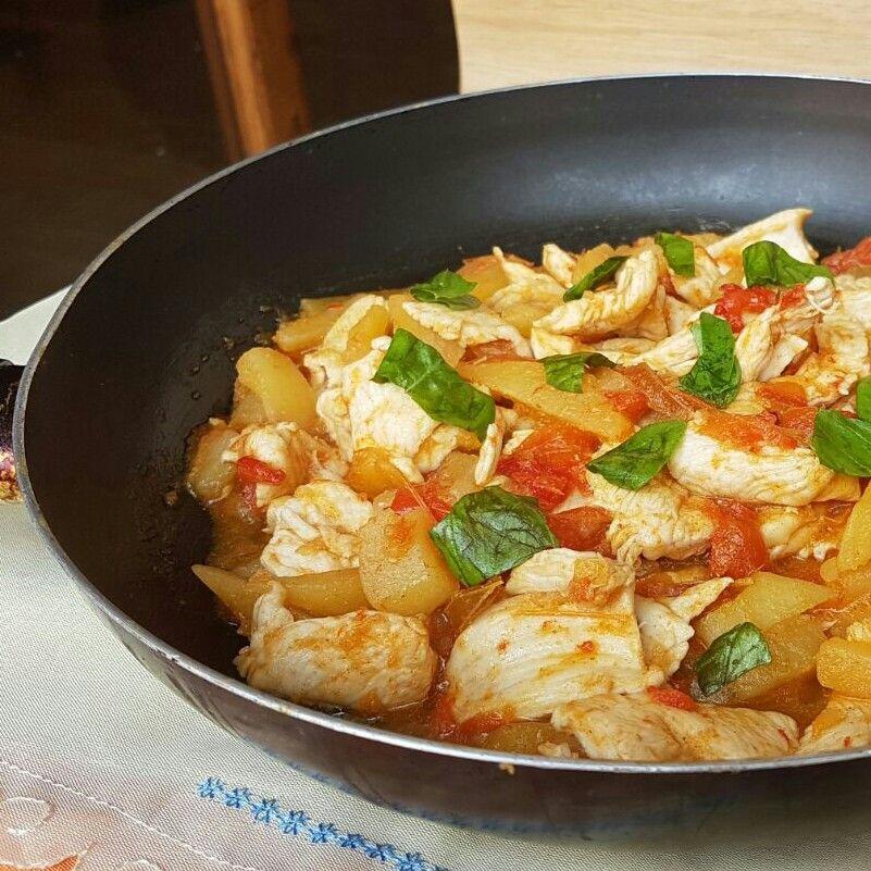 Petto Di Pollo Con Peperoni E Patate Ricetta Pollo In Padella Ricette Pollo In Padella Petto Di Pollo Pollo In Padella