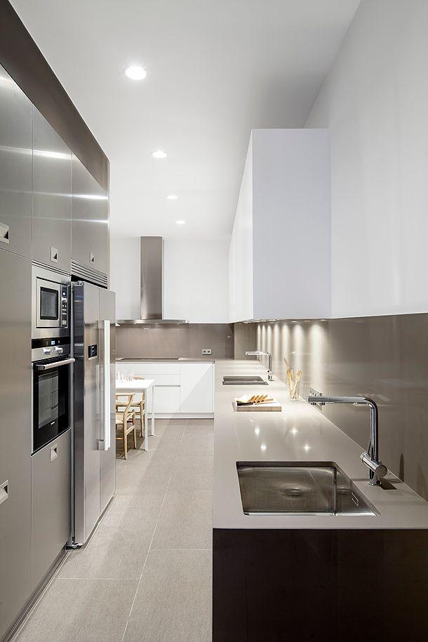 Cocina y baño minimalistas - Núria Selva   Loox Diseño y