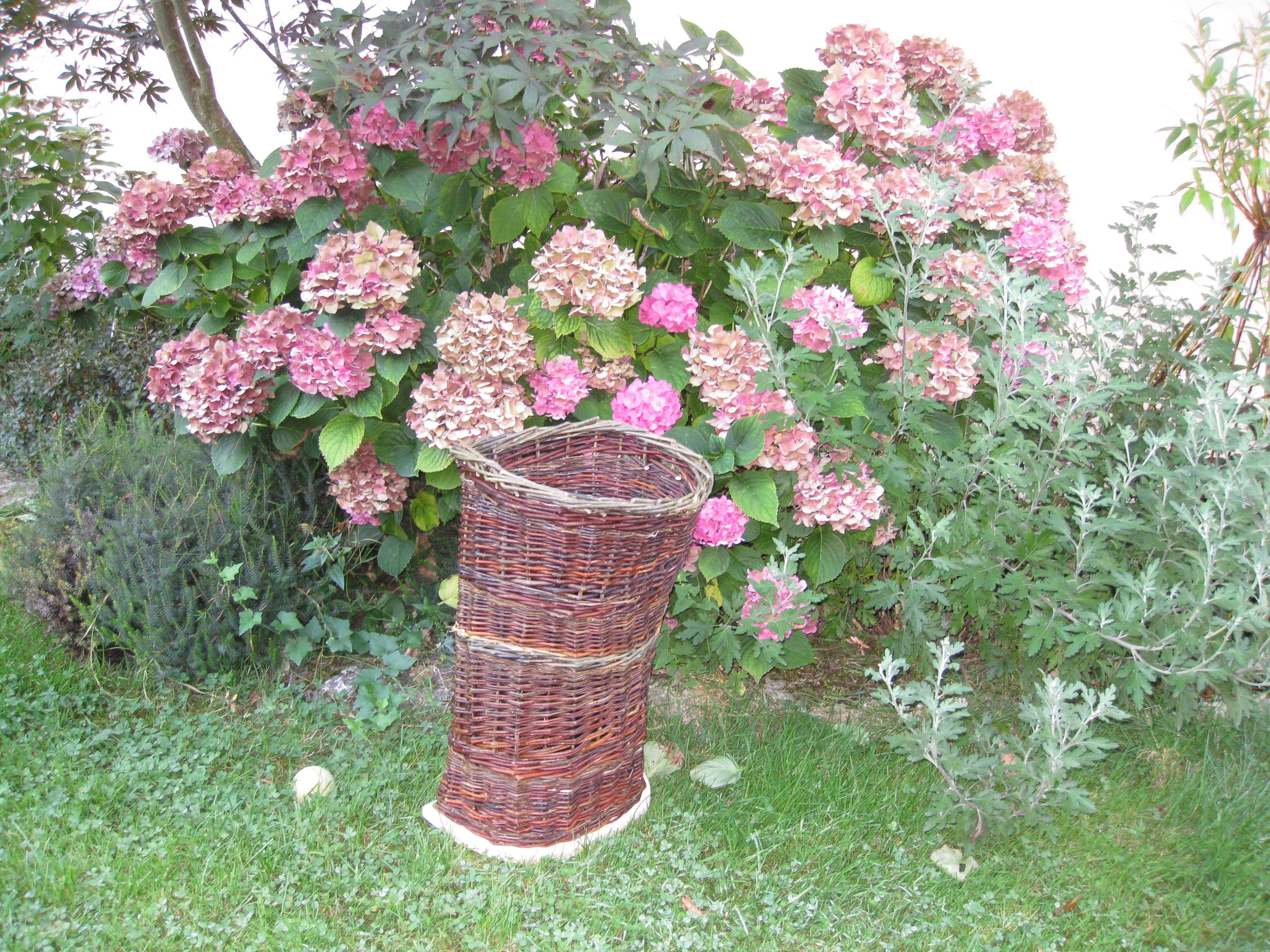 ma hotte utilisée pour récolter des végétaux à tisser
