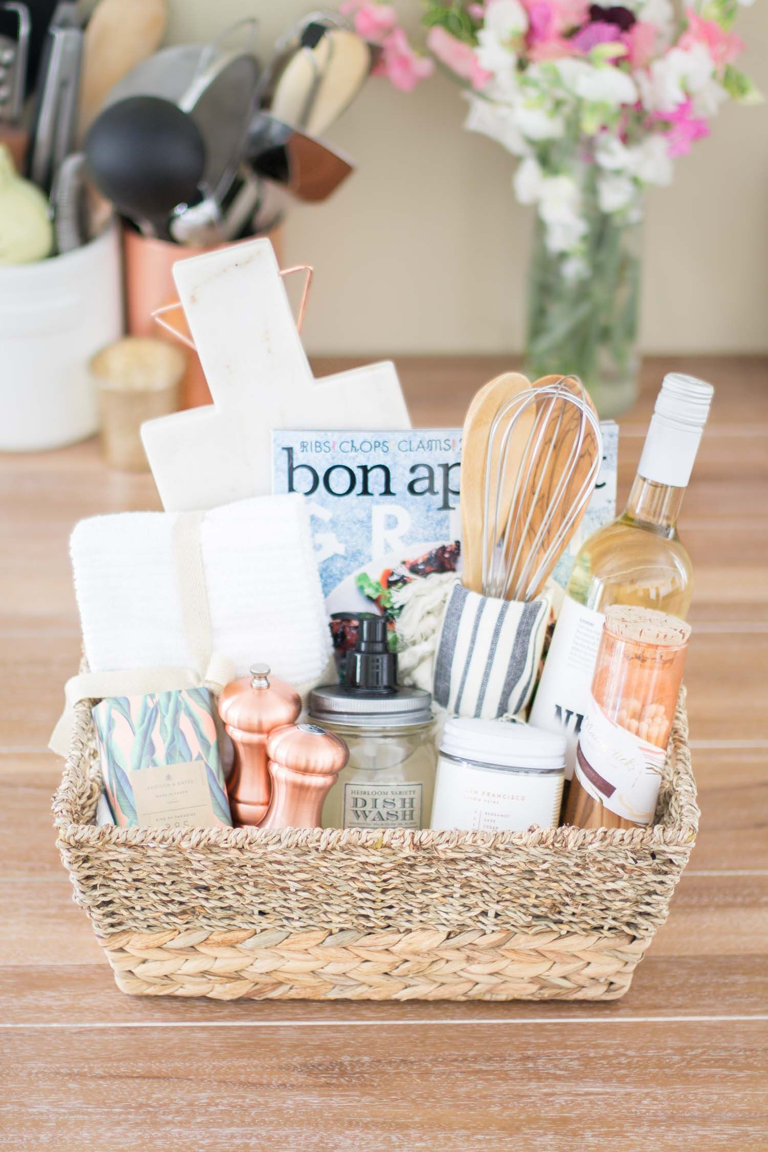 A Diy Housewarming Gift Basket Diy Christmas Baskets