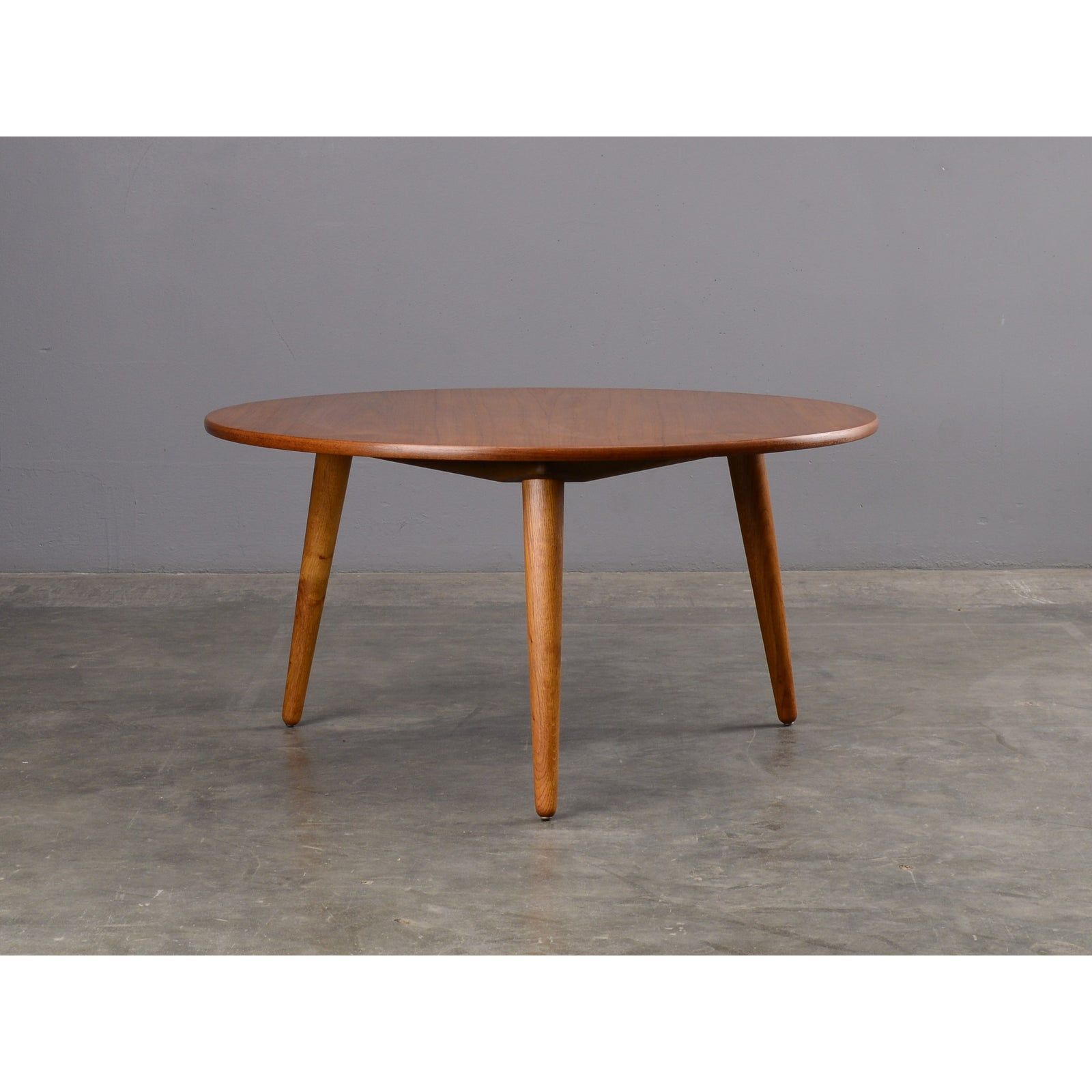 1950 S Danish Modern Hans Wegner Teak Round Coffee Table Teakdanishmodern Danish Modern Coffee Table Coffee Table Round Coffee Table [ 1600 x 1600 Pixel ]