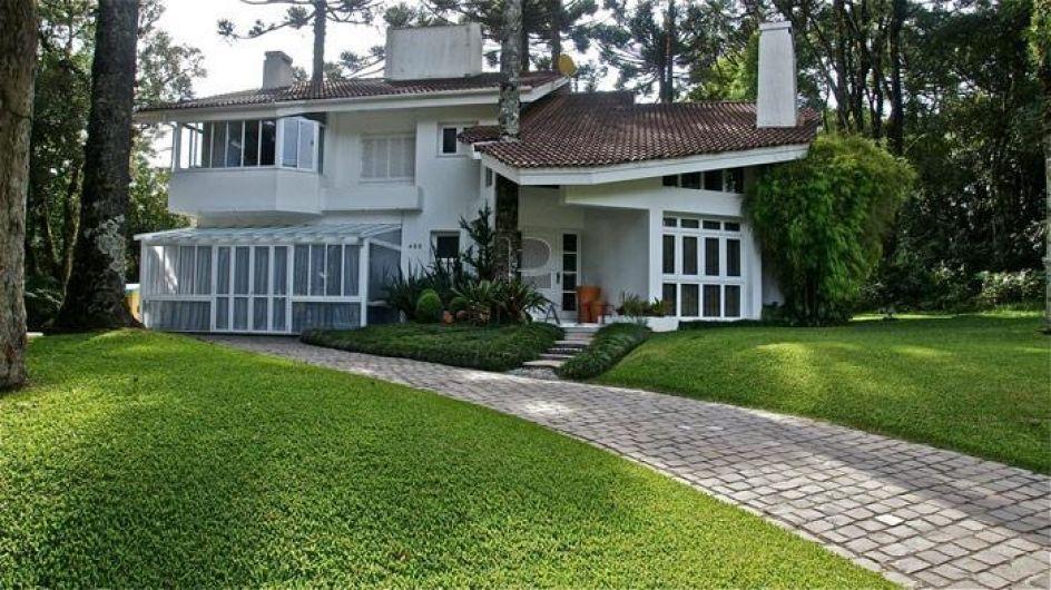 Fantástica Casa no condomínio Palace Hotel, com 430m² e área infantil. http://www.privateimoveis.com/imovel/Casa-4-dormitorios/Palace-Hotel/Canela/CA0321