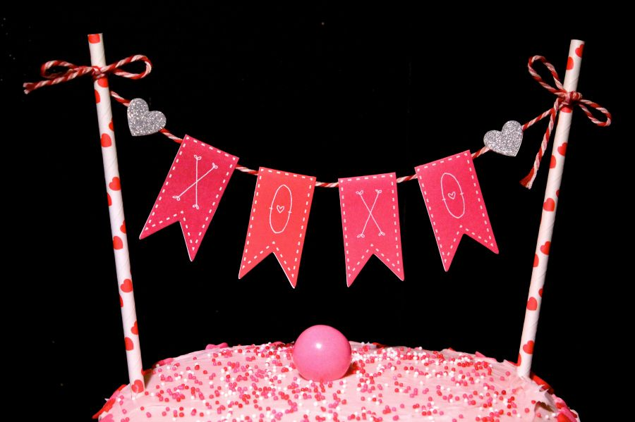 DIY Valentine s Day Cake Bunting Decoration! Buntings ...