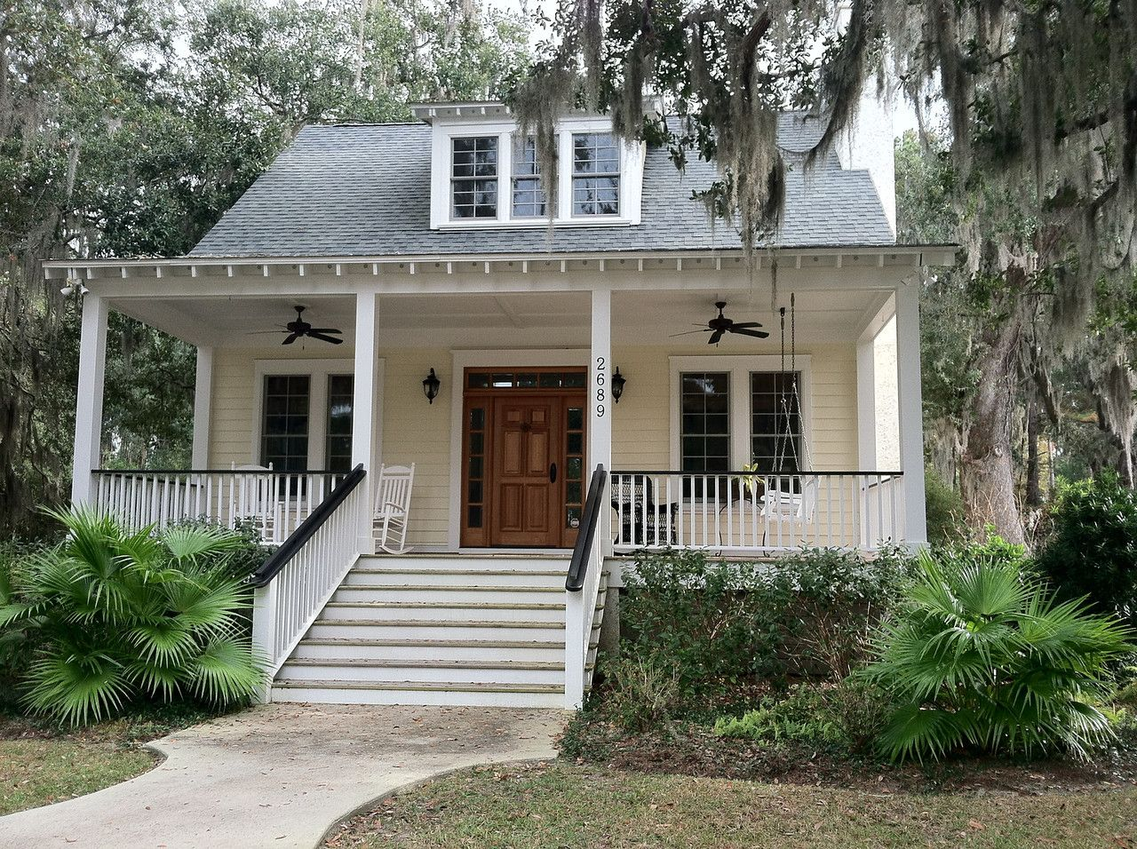 The Sumter Plan by Allison Ramsey Architects built at Overlook at Battery Creek in Beaufort, South Carolina. This plan is 2262 Heated Square Feet, 3 Bedrooms and 2 1/2 Bathrooms.