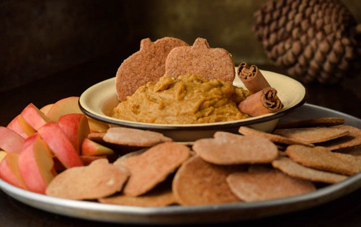 Cinnamon Graham Crackers With Healthy Pumpkin Pie-Spiced Hummus [Vegan] #desserthummus