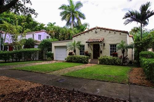 537 San Lorenzo Avenue Coralgables Fl 33146 Beautiful Coral Gables Cottage Opens To A Spacious C Coral Gables Real Estate Spanish Style Homes Spanish Style