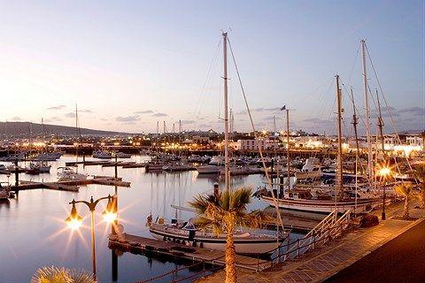 Playa Blanca er et rolig og variert reisemål med strender, shopping, familiehotell og førsteklasses relaxhotell.