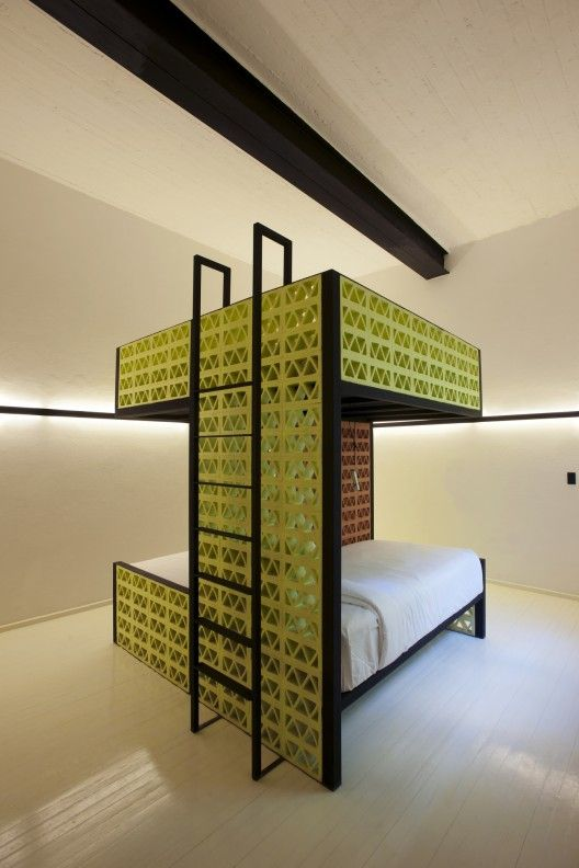 Downtown / Cherem Arquitectos. Perfect for a compact guest room.