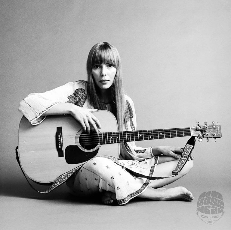 Joni Mitchell Guitar 1968 By Jack Robinson See More Black And White Photography At Https Www 1stdibs Com Art Photography B Female Guitarist Joni Musician