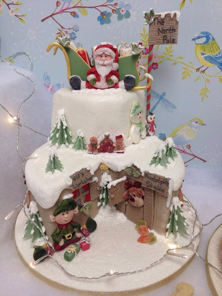 What a great Christmas cake for the kids!... Festive ...