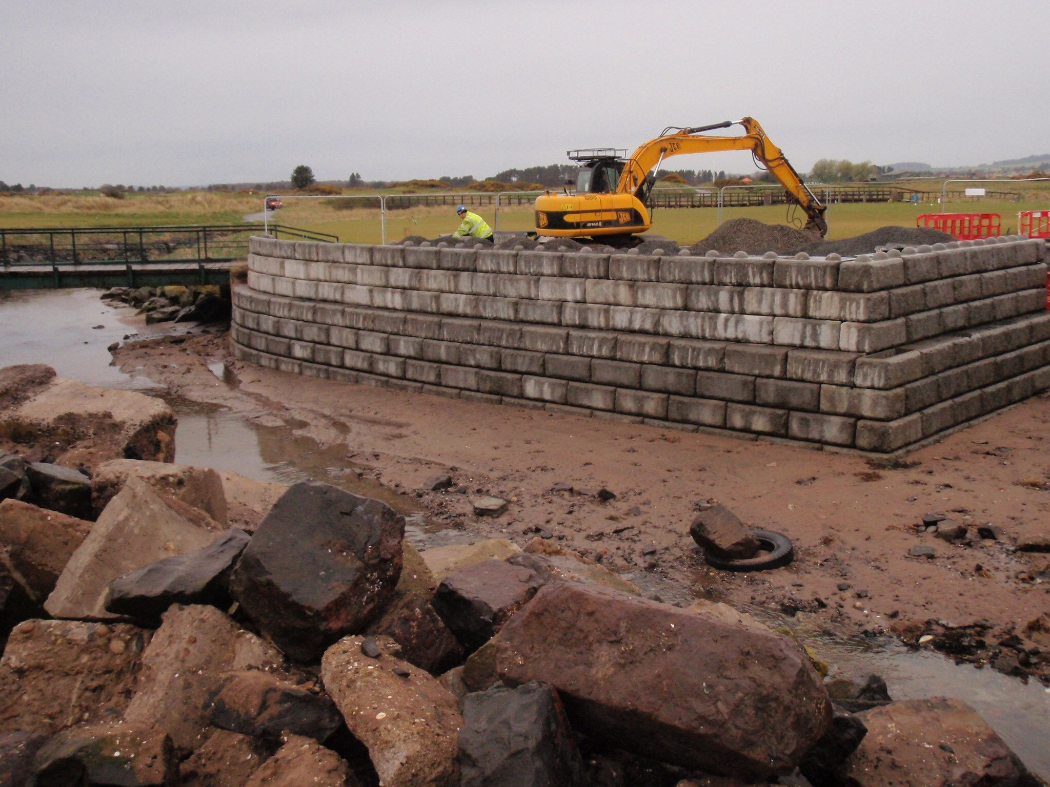Redi Rock Modular Walling Has Been Installed On The Carnoustie Golf Course To Protect The Course From Local Floodi Aac Blocks Flood Protection Precast Concrete
