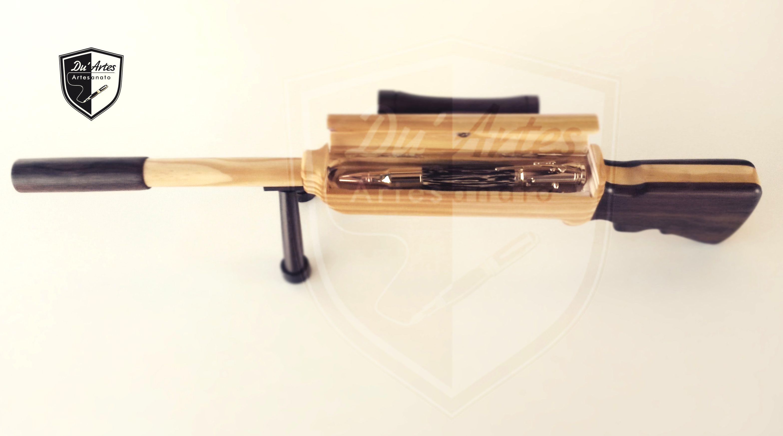 Embalagem rifle, de pallet com saboarana e Caneta Gun feito em tucumã. By: Du´Artes Artesanatos - Alessandro e Emmanuelle.