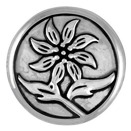 Ginger snaps make it easy to mix and match to create the perfect piece of jewelry all your own. This Rain Lily Snap by the Good Bead, Inc. features a silver Rain Lily with blackening and fits any regu