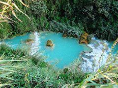 Una cadena de cascadas turquesa. Chiapas,Mexico
