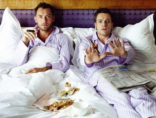 jude law & ewan mcgregor wearing matching jammies.this would be a good sunday morning :D