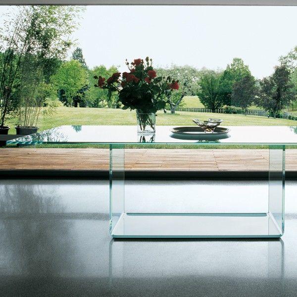 Mesa de cristal diseñada por Lievore de la firma sovet La mesa