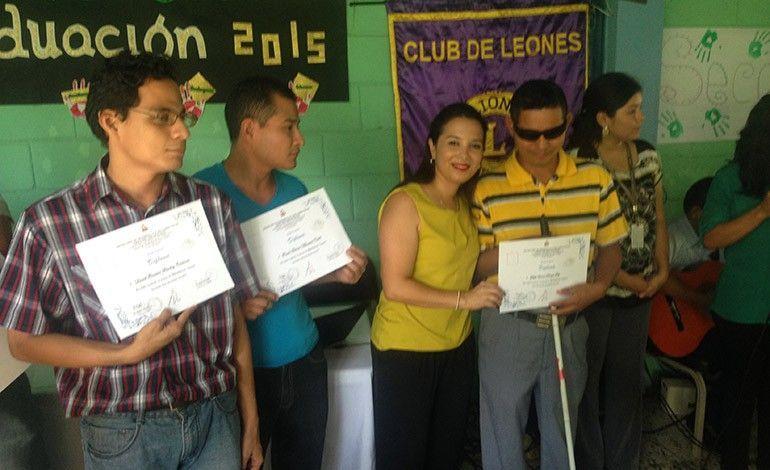 Centro de rehabilitación es un ejemplo para Honduras El centro de rehabilitación para personas no videntes Luis Braille, de San Pedro Sula,  hizo entrega de diplomas de graduación y certificados de cursos de costura a los estudiantes, siendo un ejemplo por su calidad educativa y el cumplimiento de los 200 días de clase. #sanpedrosula Centro de rehabilitación es un ejemplo para Honduras El centro de rehabilitación para personas no videntes Luis Braille, de San Pedro Sula,  hizo entrega de d #sanpedrosula