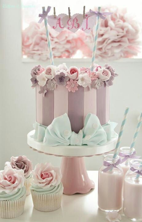 This is sweet.  The pink cake blue ribbon accent color matches the cupcakes and tinted milk straws in small bottles.Combinación perfecta de colores para #babyshower #girly #girl Increíble idea para decorar tu pastel, utiliza popotes!! :D Venta de popotes rayados, puntos, estrellas, etc..https://www.facebook.com/ETCMX