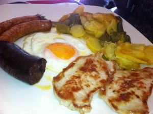 Plato alpujarreo the spanish equivalent to the english breakfast plato alpujarreo the spanish equivalent to the english breakfast photo from mollys playground forumfinder Image collections
