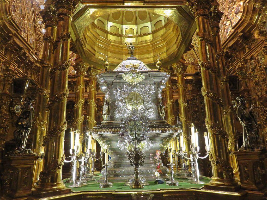 Urna con los restos de San Juan de Dios • Camarín de la Basílica de San Juan de Dios, Granada