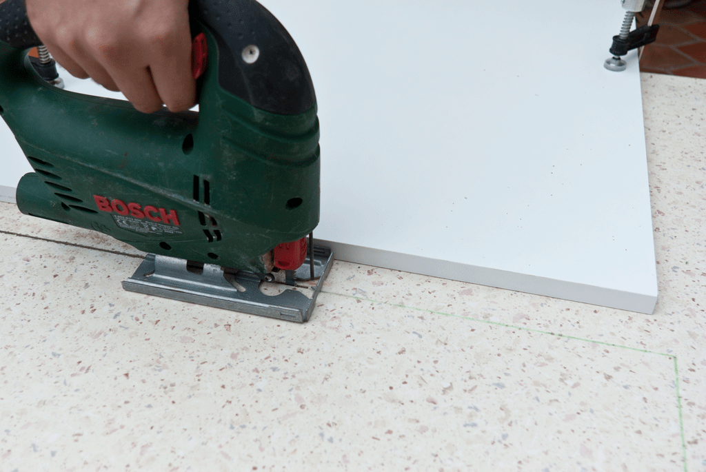 Cutting laminate countertops