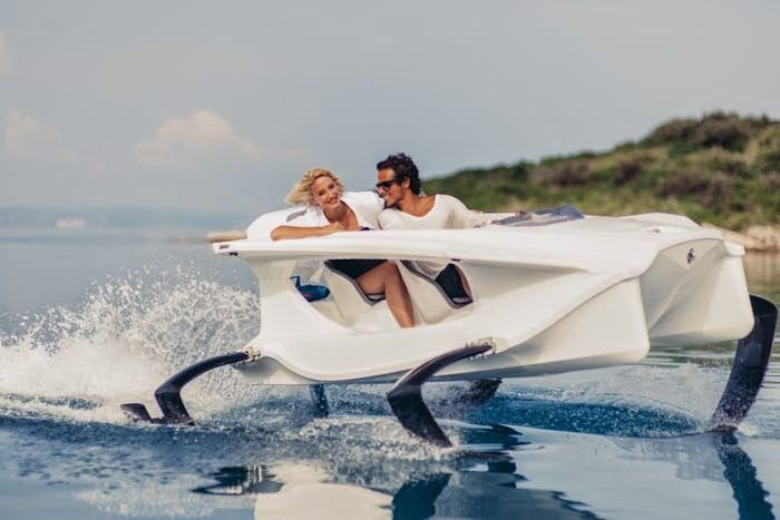 Quadrofoil - The first all electric hydrofoiling personal watercraft (video)