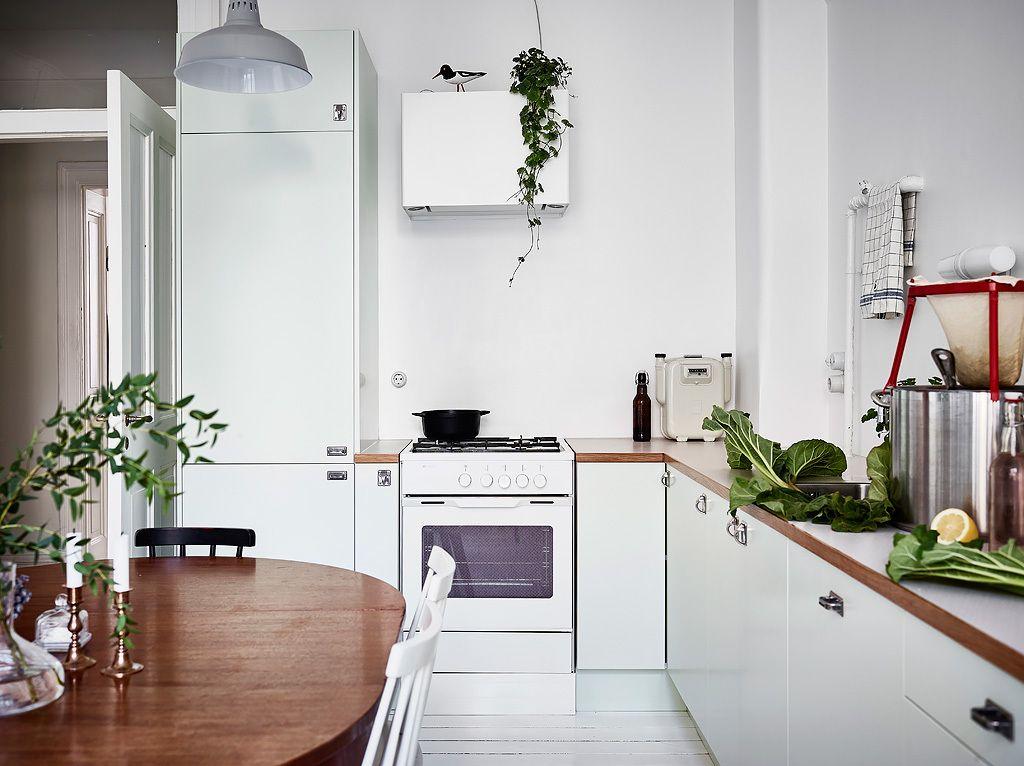 Witte Keuken Sfeer : Witte keuken met een botanische sfeer interior by maria simons