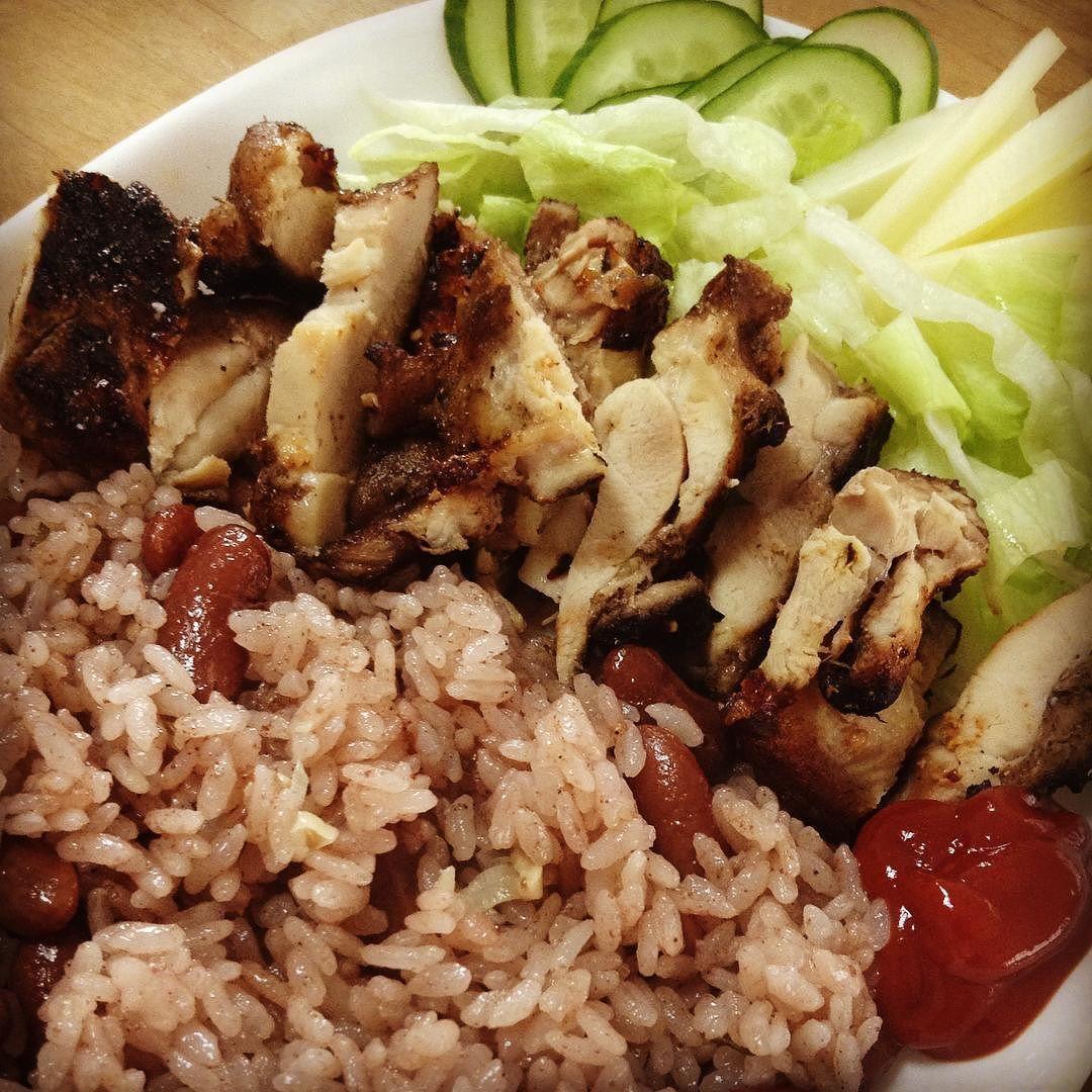週末のジャマイカ料理 またもやジャークチキンとライスアンドピース  #ジャークチキン #ライスアンドピース #ジャマイカ料理  #weekend #cooking #Jerkchicken #JerkSeasoning #Jerkspice #jamaicandish #jamaicanfood #jamaicancuisine #RiceAndPeas #coconutsmilk #thyme #allspice #pimento #RedKidneyBeans #jamrock #jamaica by fresh_callaloo