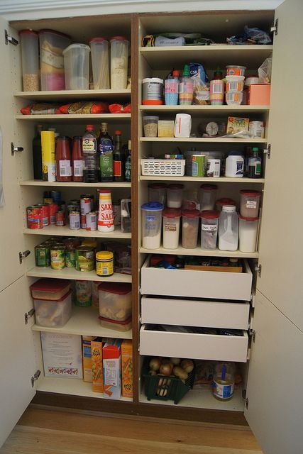 Reorganising The Pantry and Getting Rid Of Pantry Moths | Despensa y ...